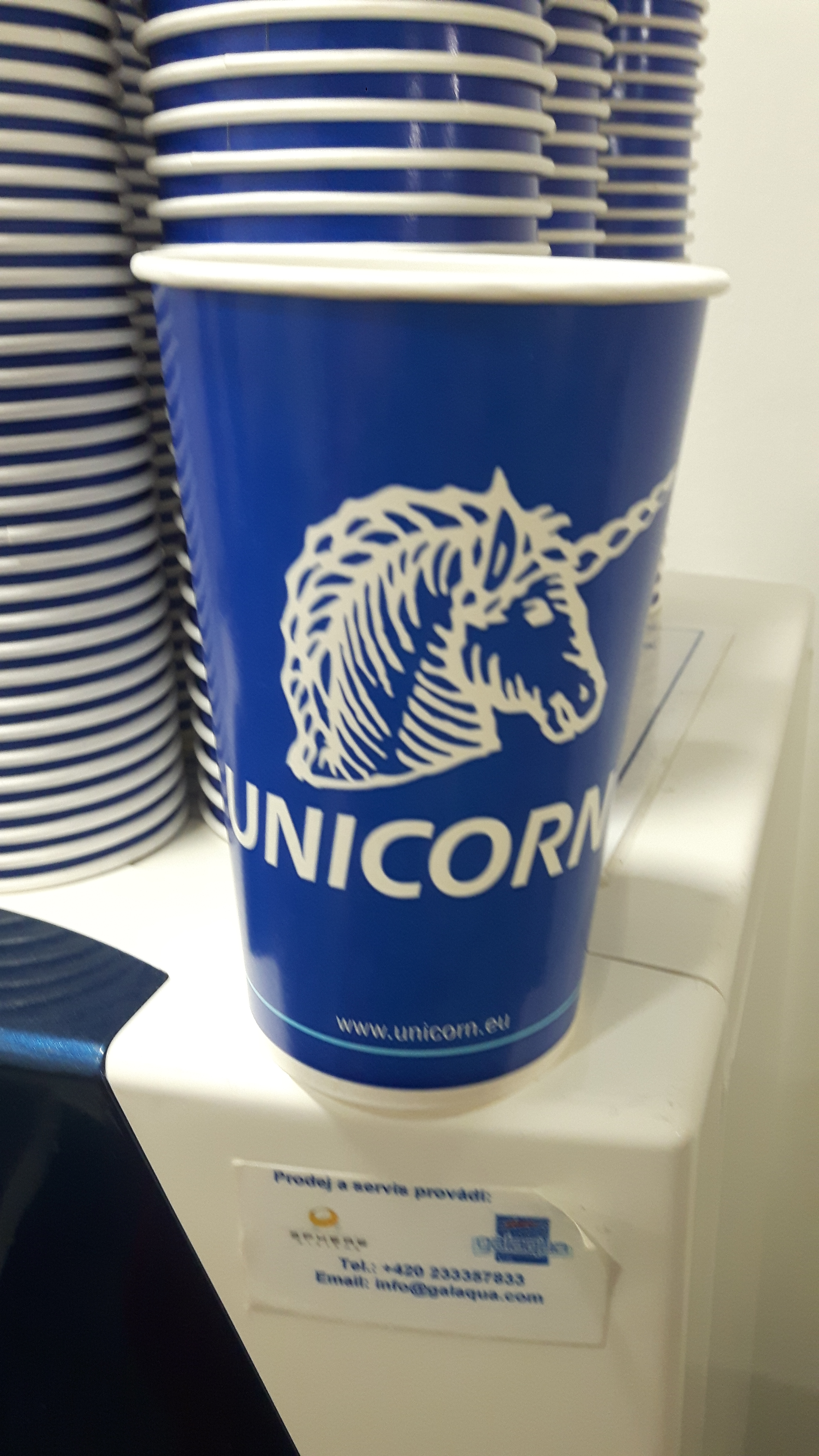 [Translate to Englisch:] Becher des Unicorn College Prag